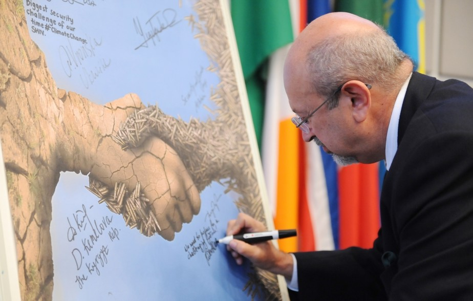 OSCE Secretary General Lamberto Zannier signing the winner's poster during the OSCE Security Days event on climate change and security, Vienna, 28 October 2015